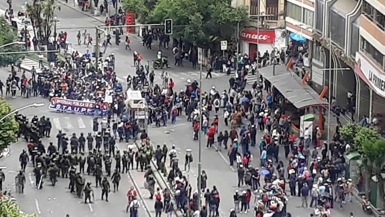 TODO EL APOYO A LA LUCHA DE LA UPEA POR MÁS PRESUPUESTO ¡ABAJO LA REPRESIÓN POLICIAL!