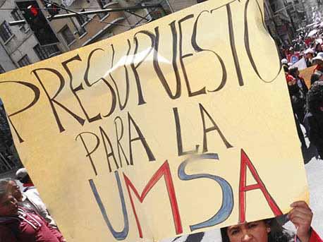 Gobierno y autoridades recortan presupuesto a la universidad pública, los estudiantes son los más afectados